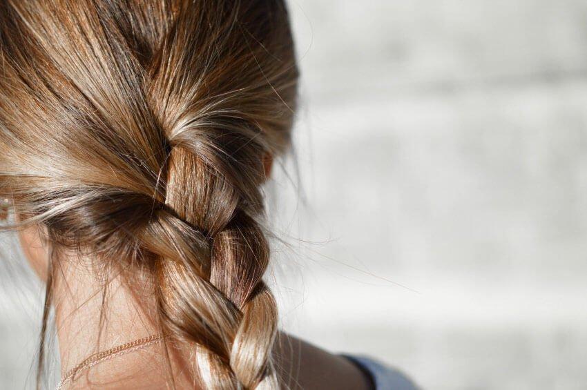 naturalne wypadanie włosów