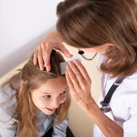 jak rozpoznać wszy u dziecka