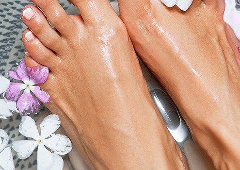 usuwanie zrogowaciałego naskórka na stopach